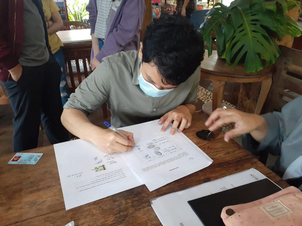 Tanda Tangan Yayasan HaLo Bantu Dunia Andrew Filber Dary Pramono