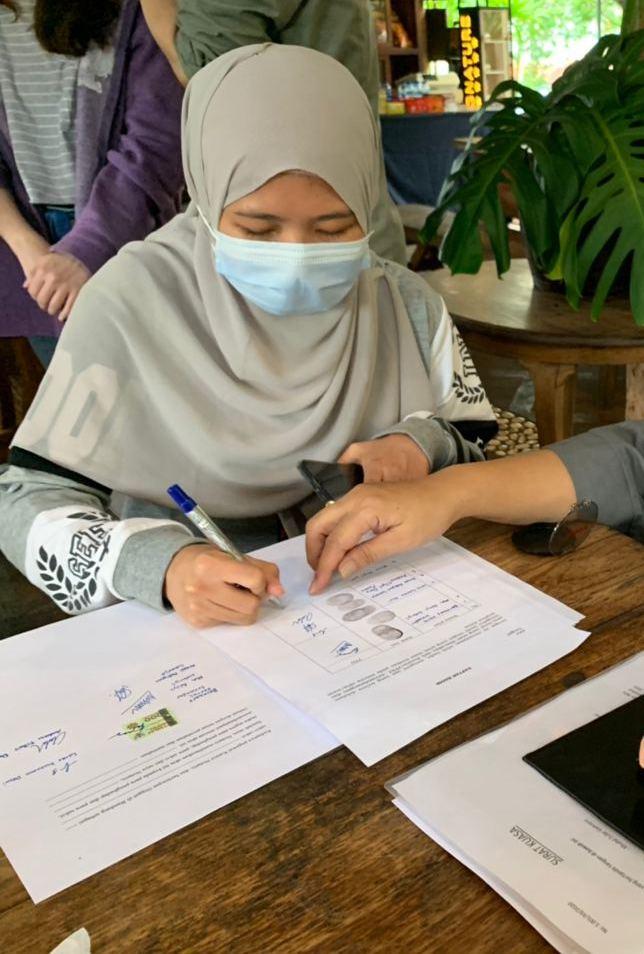 Tanda Tangan Yayasan HaLo Bantu Dunia Mira Fajri